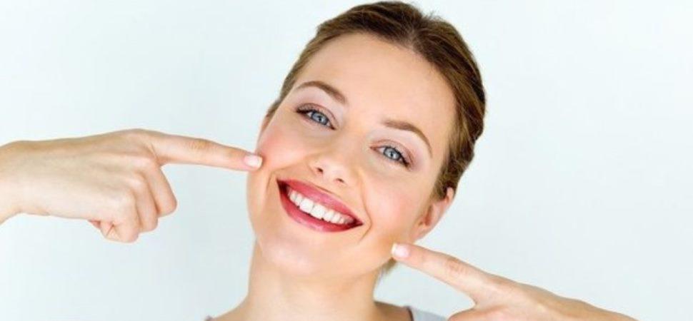 15 Cara Memutihkan Gigi Secara Alami Tanpa Efek Samping